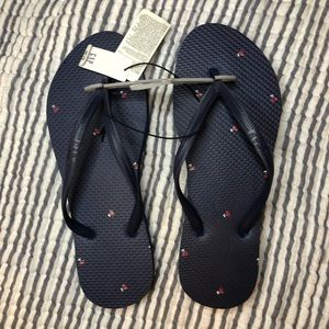 *FLASH SALE* Gap summer flip flops